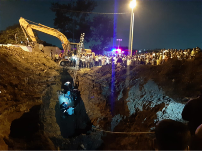 Fireman dead, labourer trapped in trench dug up for sewer lines in Dapodi
