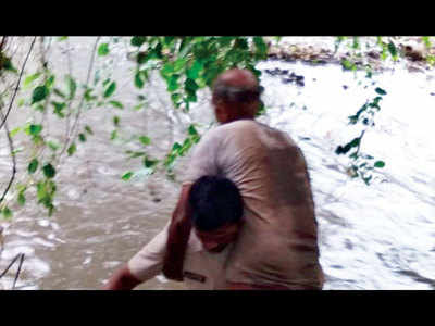 Cop jumps into nullah to save senior citizen in Aarey
