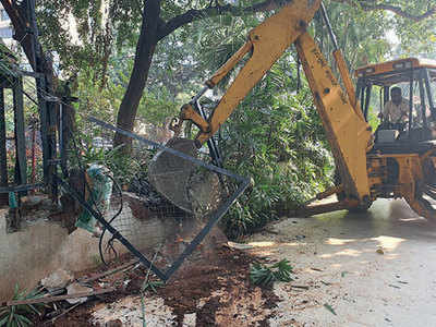 Enjoy a longer walk on Carter Road, compound wall of Otters Club demolished by the BMC