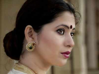 Noted Marathi actress Deepali Sayed receives death threats from an unknown caller, accused held