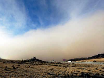 Sandstorm sweeps northwest China