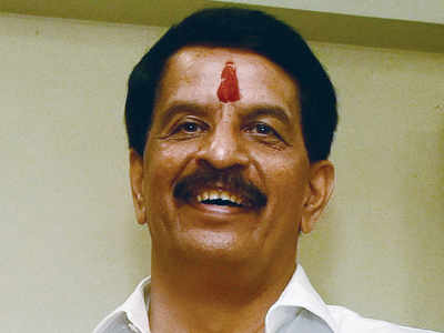 Former encounter specialist files nomination as Shiv Sena candidate