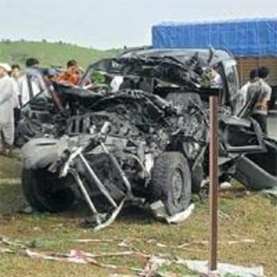 10 killed in mishap on way to Mumbai