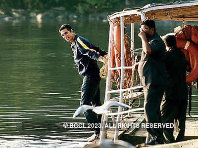 Akshay Kumar takes a ferry to Madh Island