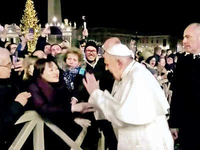 POPE BOWS DOWN TO THE ORDER OF THE ILLUMINATI - KISSES FEET AND HANDS 73061461