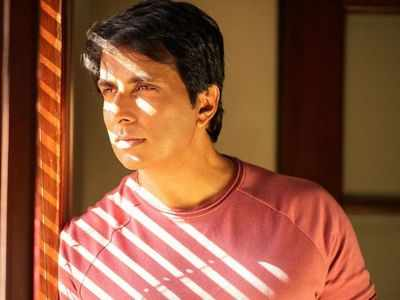 Sonu Sood gets COVID positive girl airlifted from Nagpur to Hyderabad for special treatment