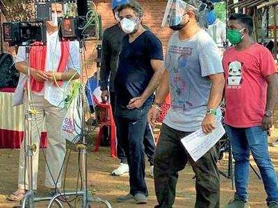 R Balki reunites with Akshay Kumar for a coronavirus awareness campaign shoot at Kamalistan Studio
