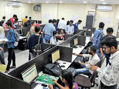 GU students wait for offline admissions