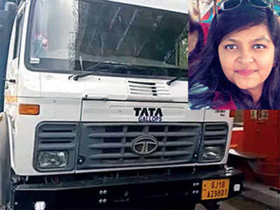 Speeding trailer kills Shahibaug teenager