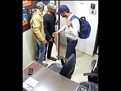 Police nab Buldhana agri officer, family for alleged involvement in Chandan Nagar robbery