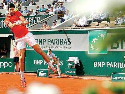 Novak Djokovic has an easy win in the first round at Roland Garros