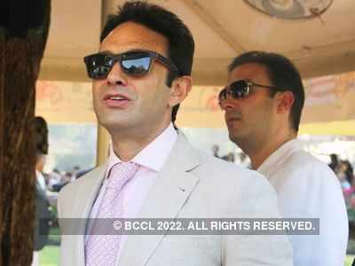 Ness Wadia celebrates his birthday in Mauritius with some friends