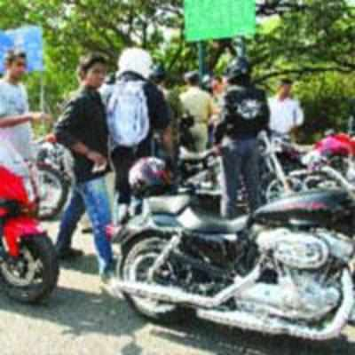 Strict drives against helmet violations come to nought; death toll down only by 3 in 2011