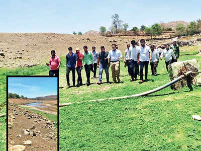 Bhor's youngsters clean crucial tank to beat water crisis