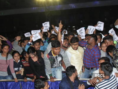 Calcutta University students stage protest against CAA during convocation; shout 'Governer go back'