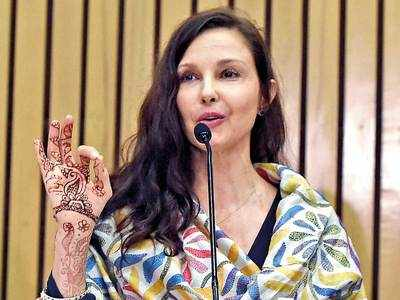 Ashley Judd to star in young adult drama '#FBF'