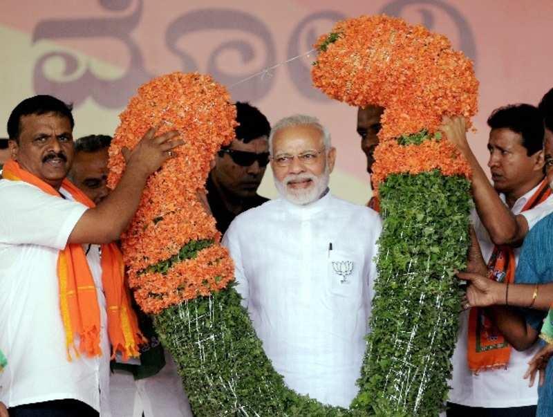 PM Modi says BJP works with rashtra bhakti, Congress works for just one parivaar
