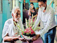 Covid-19: 99-yr-old returns home after virus victory in Kolkata