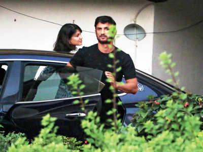 Sushant Singh Rajput and Rhea Chakraborty spotted!