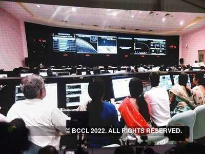 Chandrayaan 2: Vikram lander loses contact with ISRO ground station before moon landing