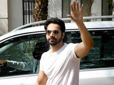 Varun Dhawan arrives at Sangeet venue, few Bollywood celebs spotted too