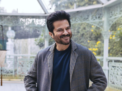 Fan photoshops herself in Anil Kapoor's picture; actor replies