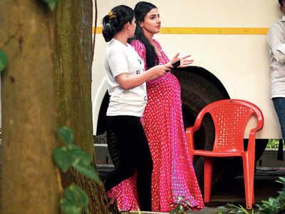 Vidya Balan caught shooting outside St Xavier's College