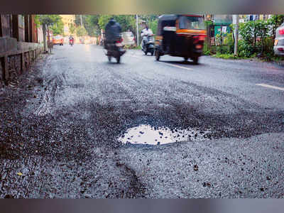 Political pit-stop for potholes; BJP promises 'gone in two weeks'