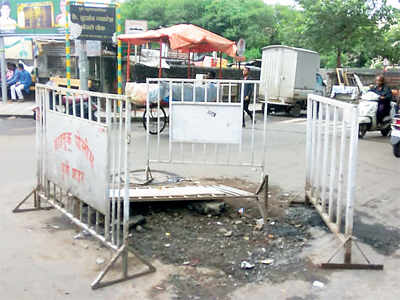 Pune speak: Debris at Bhavani Peth chowk hinders traffic