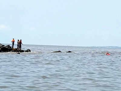 Man drowns off Bandra Bandstand