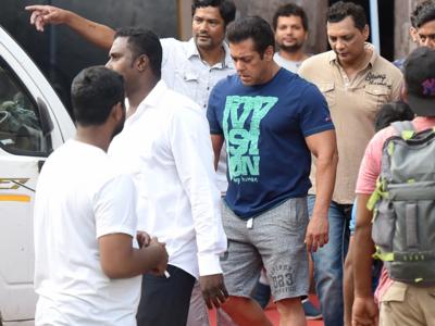 Salman Khan shoots promo of his upcoming TV show at his farmhouse