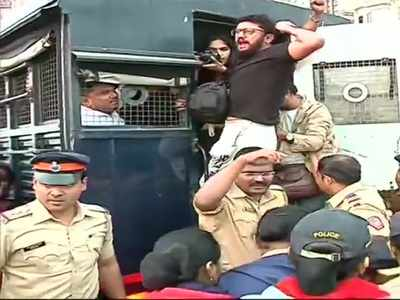 Students protesting at Gateway against JNU violence shifted to Azad Maidan; Cops urge to desist from taking  step which may cause inconvenience