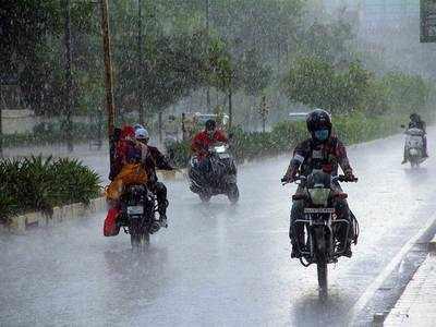 Heavy rainfall lashes Ahmedabad
