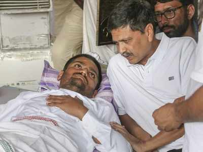 Patidar leader Hardik Patel continues fast for quota from hospital bed