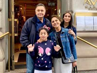Rishi Kapoor enjoys 'famjam' moment in New York