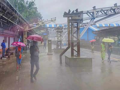Mumbai News LIVE Updates: Moderate to intense spells of rain in city, adjoining Thane and Kalyan