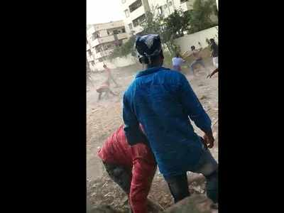 Teenagers clash with boulders, sticks, knives in Vijayawada
