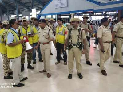 Western Railway ropes in civilians to help to manage crowd at Andheri, Borivali  and Bhayandar
