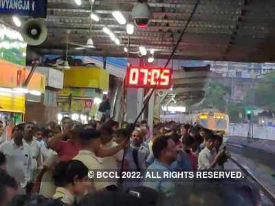 Western Railway services resume after overhead cable fixed between Mahalaxmi and Mumbai Central