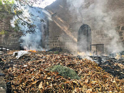 Garbage set on fire near Shaniwar Wada