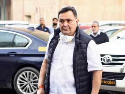 Rishi Kapoor passes away in Mumbai; Tributes pour in from grieving fans and fraternity