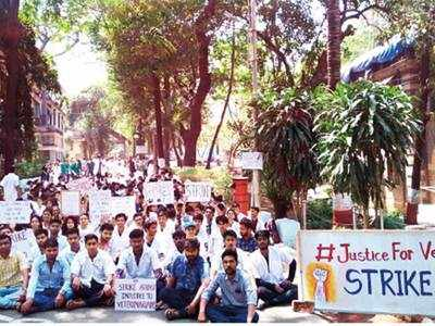 Veterinary students strike against move promoting para-vets to doctors' posts