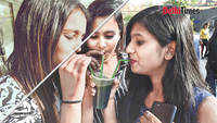 Delhi's restaurants switch to paper straws, street sellers say impossible
