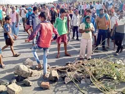 Migrant workers at Kandla, Mundra ports stage 'chakka-jam' on highway