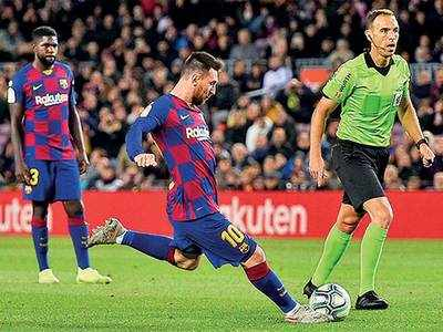 Messi's dead-ball trick puts Barca on top
