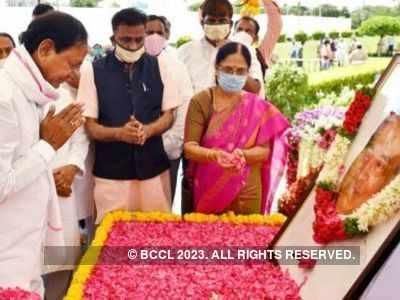 Sonia Gandhi, Rahul Gandhi and Manmohan Singh pay tributes to PV Narasimha Rao as KCR launches centenary celebrations
