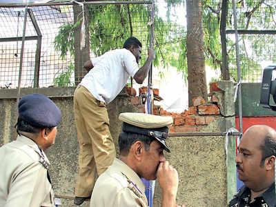 Blast convict Gauhar Aziz Kohmeini  will have to remain in jail