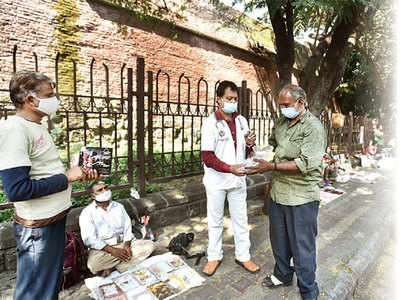 Doctor's greeting card sale initiative turns fortunes of 25 beggars in city