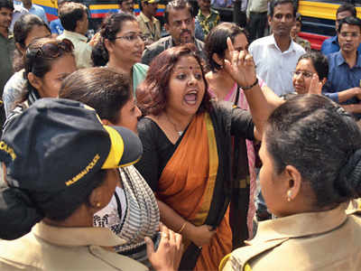 Cops 'beat up' parents to break up peaceful protest