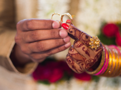 Hindu couples from Pakistan travel to Kutch to tie the knot